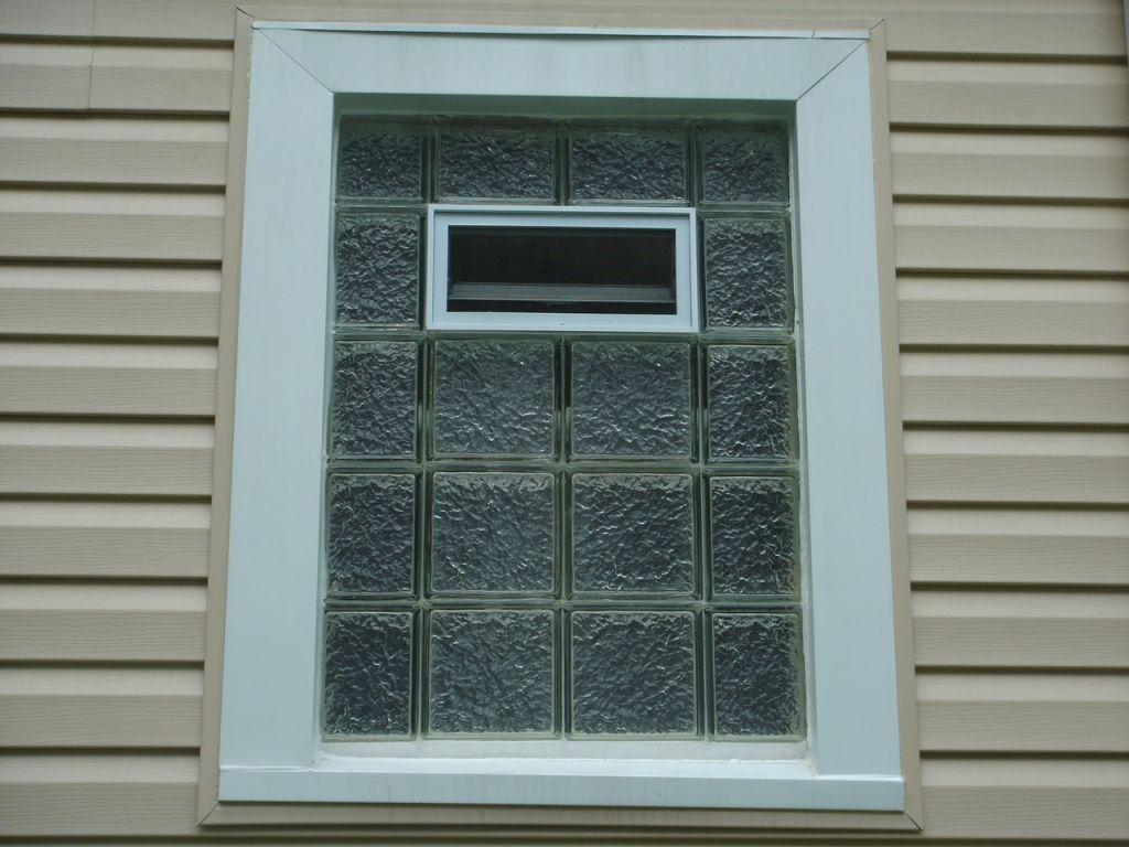 Superbe Upper Floor Bathroom Glass Block Window