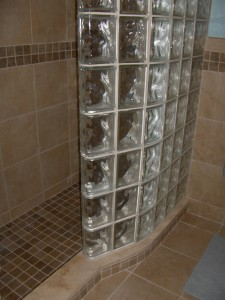 End block finishing unit in a walk in shower wall