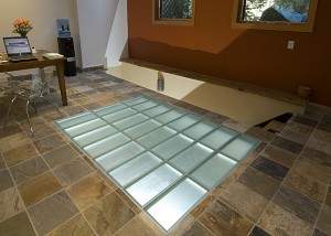 Structural glass floor system in an office