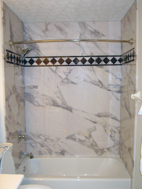 Sentrel Tub Wall Panels Accent Strip In Calcutta Gold Pattern