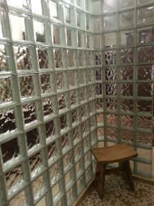 Banding effect with see through and wavy glass blocks in a shower