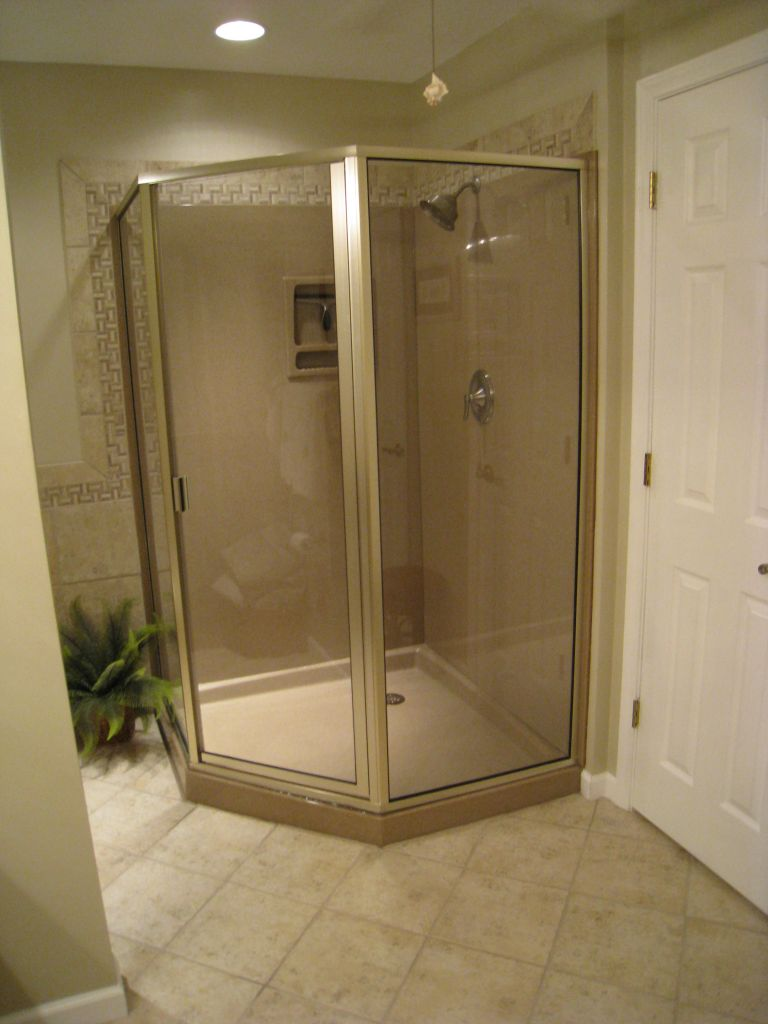 Solid Surface Shower Bases – Advantages, Disadvantages & Product Options