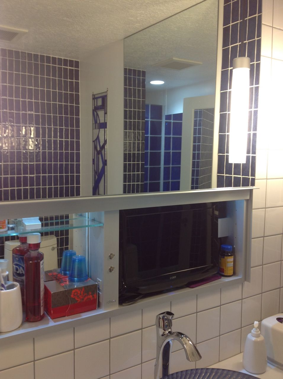How to use lighting mirrors vanities and color in a - Bathroom vanity and medicine cabinet combo ...
