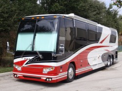 """emodeled H3-45 Touring Coach after a """"facelift"""" and new paint job"""