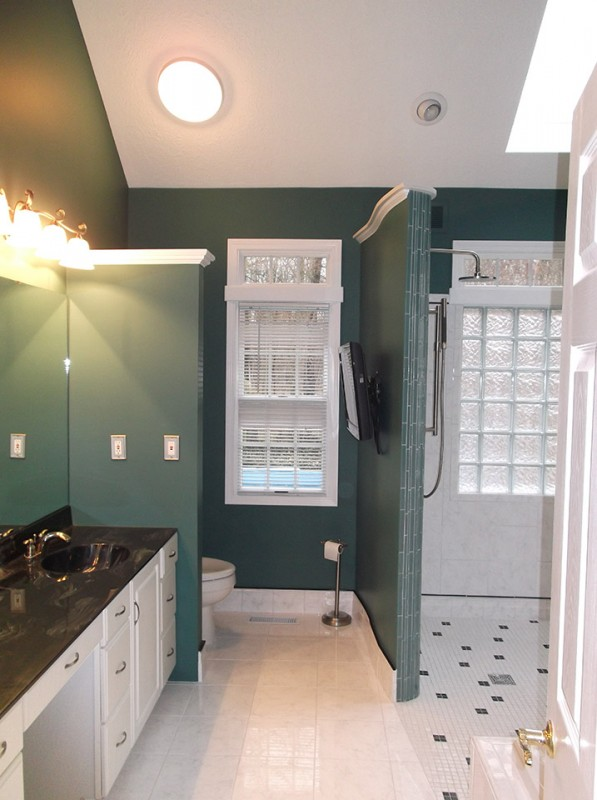 Barrier-free-shower-base-in-a-bathroom-in-cleveland-suburb-of-avon-lake-PIC-2