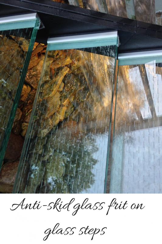Anti skid glass frit on glass steps