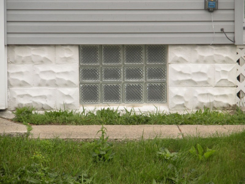 Glass-block-basement-window-Delphi-pattern-with-vent-32-x-20-size-solid