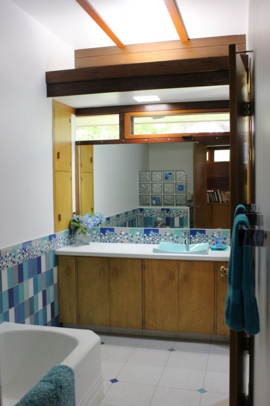 Kids bath remodel in Usonian Frank Lloyd Wright home in Fresno California