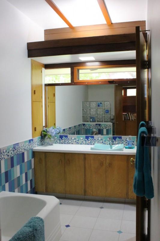 Kids bath remodel in Usonian Frank Lloyd Wright home in Fresno California