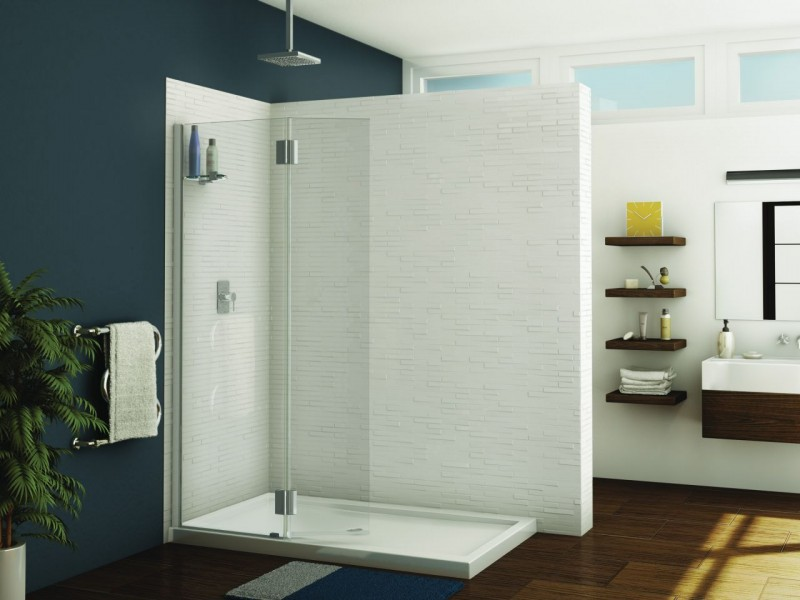 Shower screen in a corner enclosure in an upscale bathroom