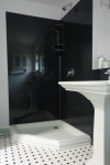"""Susie Vila"" Gets Her Black and White Bathroom"