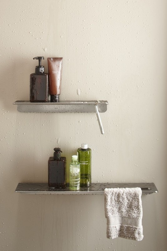 Floating shower shelves can be removed for easy cleaning