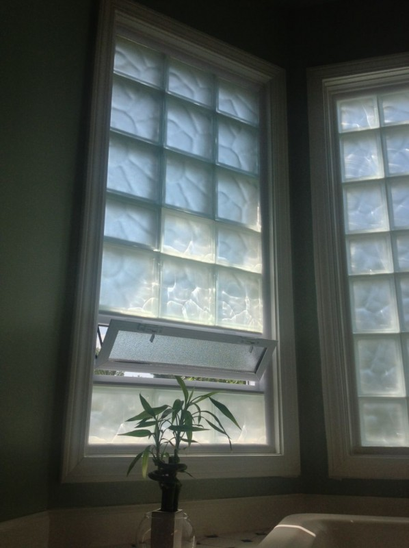Frosted glass block window with an air vent
