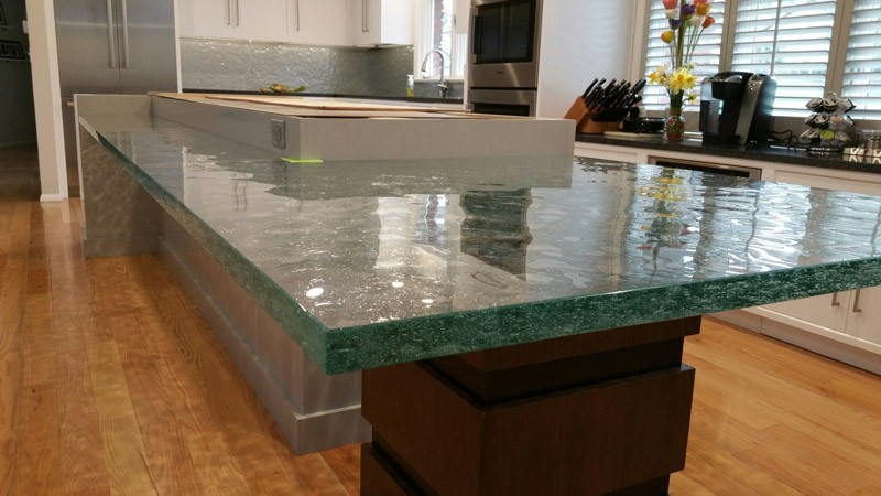 Glass counter for a kitchen with a textured bottom