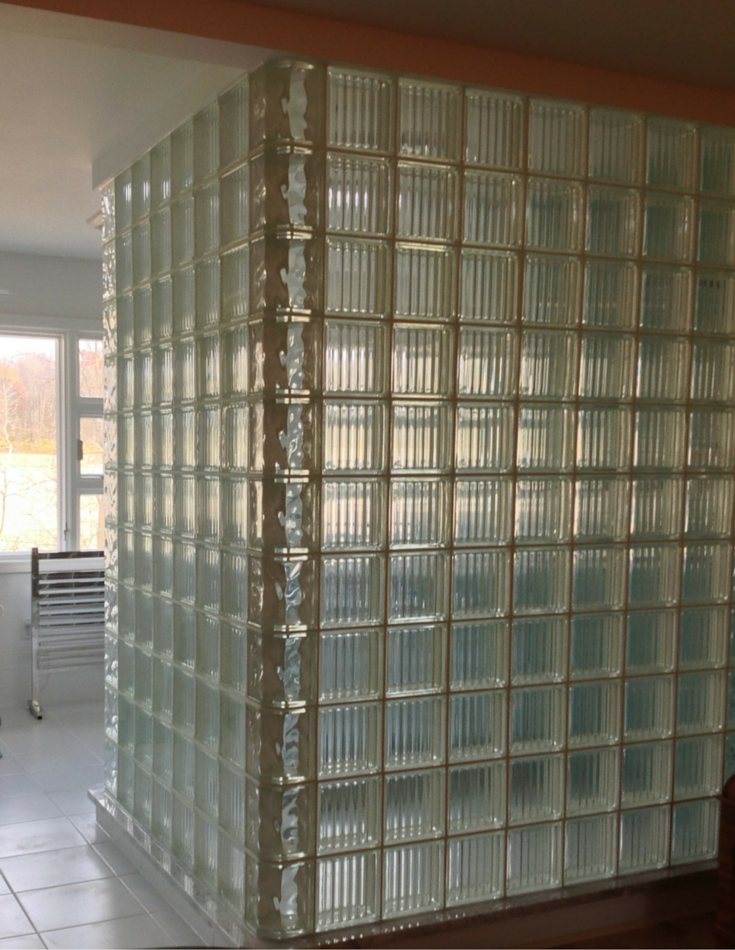 Argus and Decora alternating glass block patterns in a glass block shower in Ohio