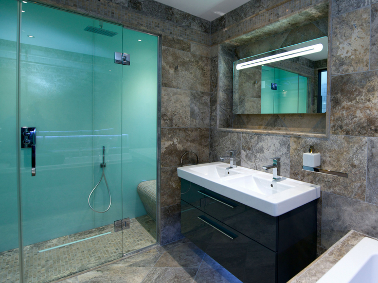 Glacier colored low maintenance high gloss shower panels used in a custom enclosure | Innovate Building Solutions