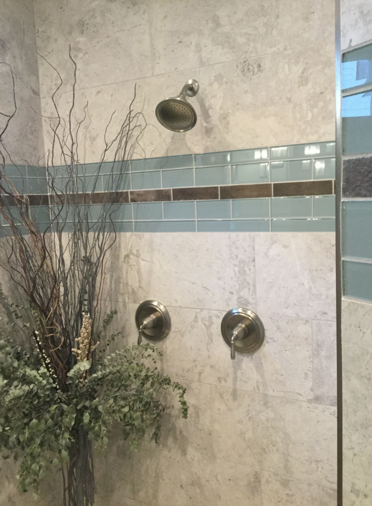 Decorative glass tile row in an upscale bathroom | Innovate Building Solutions