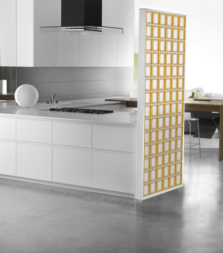 minimalist glass block wall in a simple color scheme kitchen | Innovate Building Solutions | #GlassBlockWall #KitchenGlassBlock #ColorGlassBlock