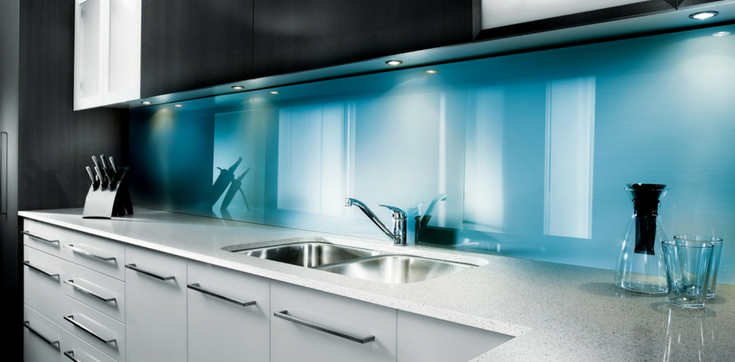 High gloss kitchen backsplash | Innovate Building Soltutions | #HighGlossPanels #KitchenBacksplash #ClevelandRemode