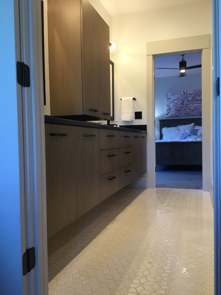 Cabinets on top of vanity in Bathroom Design | Innovate Building Solutions | #FloatingCabinets #BathroomCabinets #BathroomStorage