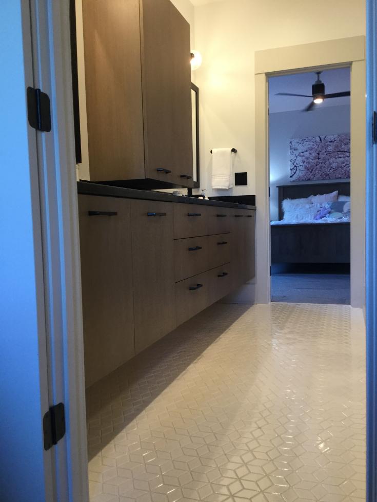 Monochromatic geometric tile jack and jill bath 3 Pillar homes | Innovate Building Solutions | #TileShower #BathroomDesign #ColumbusOhio #ParadeofHomes