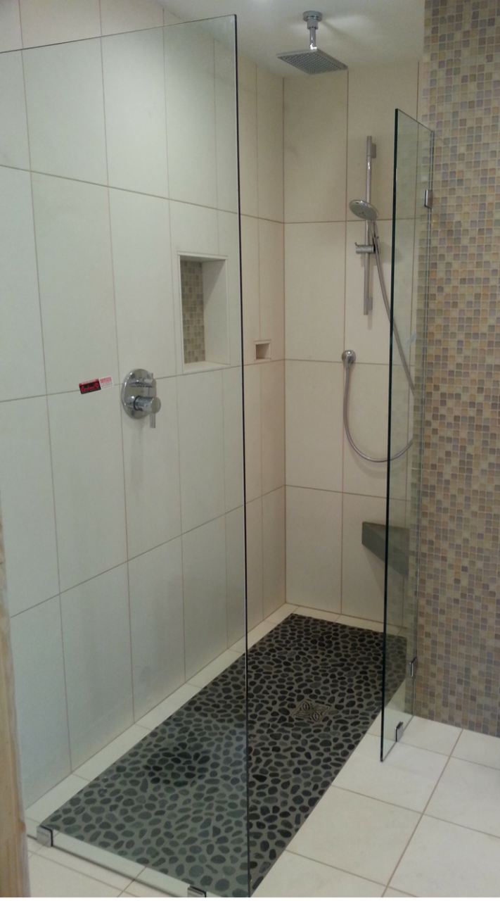 Small bathroom with a one level shower | Innovate Building Solutions | #OneLevelShower #BathroomRemodeling #SmallBathroom #TinyBathroom