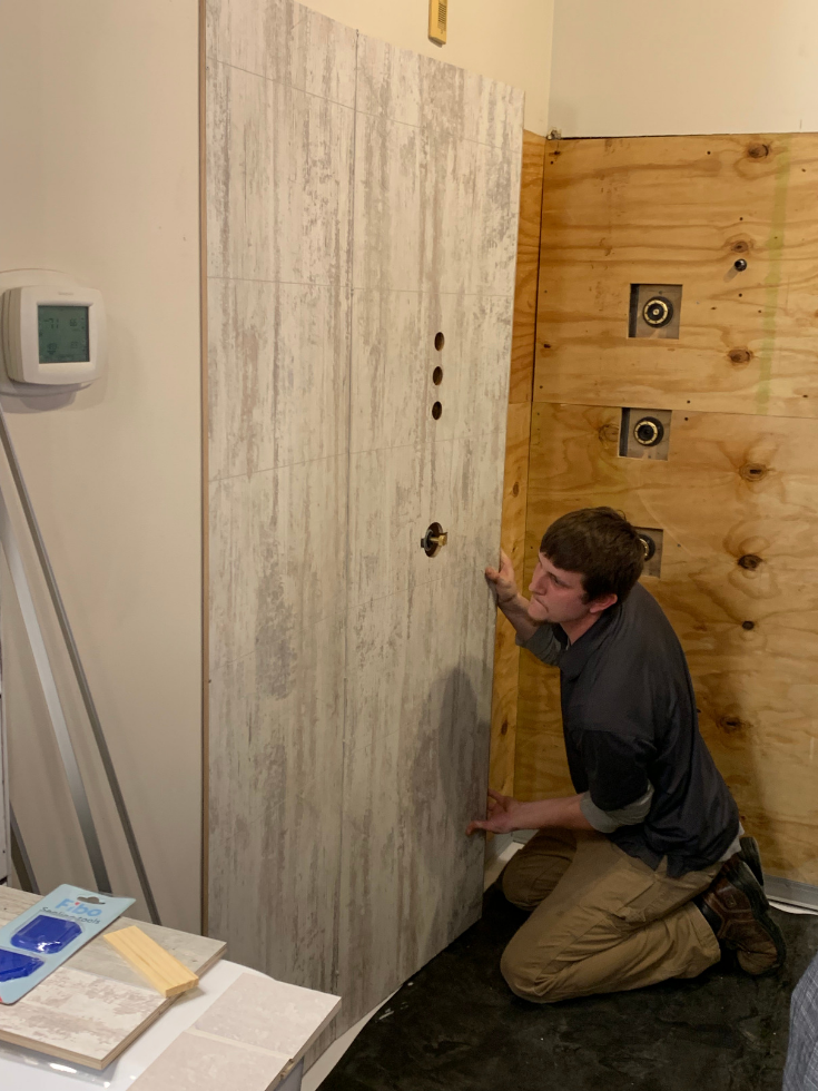 Installing laminate wall panels | Innovate Building Solutions | #LaminateWallPanels #InstallationTips #RemodelingBathroom