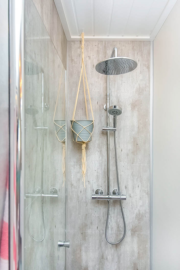 Rain shower head with cracked cement laminate shower wall panels | Innovate Building Solutions | #RainHead #ShowerRainHead #BathroomRemodel #Laminatewallpanels