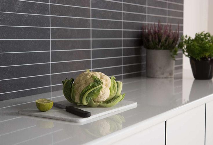 Advantage 7 Fibo Laminate Kitchen Black Stone Backsplash panels | Innovate Building Solutions | #KitchenBacksplash #GroutfreePanels #BeautifulKitchen