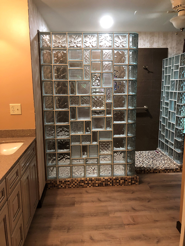 Mixed up design glass block wall | Innovate Building Solutions | #MixedDesign #GlassBlockWall #GlassBlockDesign