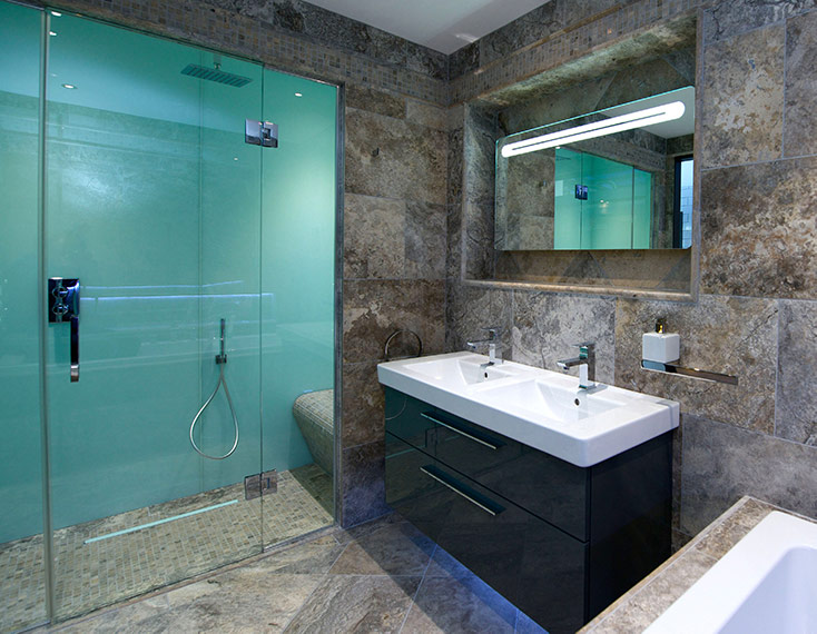 high gloss acrylic wall panels back painted glass | Innovate Building Solutions | #HighGloss #AcrylicWallPanels #Glossywalls #blueShower