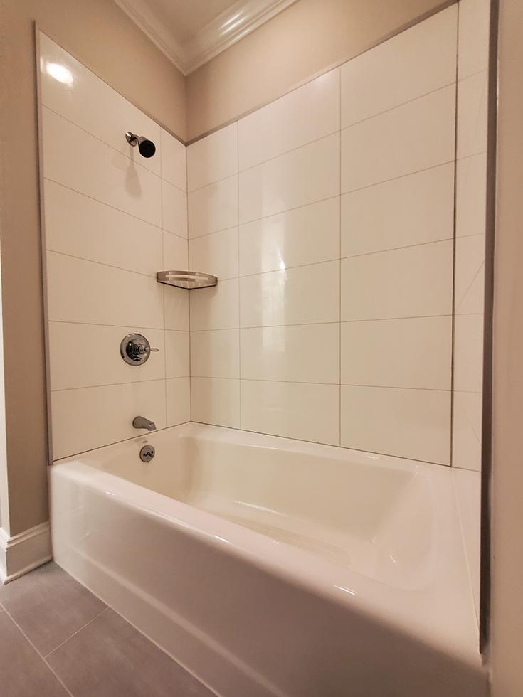 Smart bathroom idea FIVE large format fax tile laminate bathtb surround panels | Innovate Building Solutions | #WallPanels #LaminateWallPanels #BathroomRemodel #SmallBathroom
