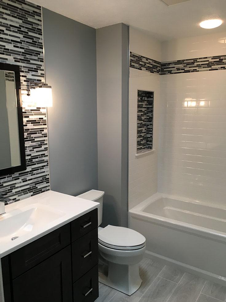 Alternative 4 white subway tile cultured granite bathtub wall panels | Innovate Building Solutions | #SolidSurface #SubwayTile #CulturedGranite #OnyxCollection
