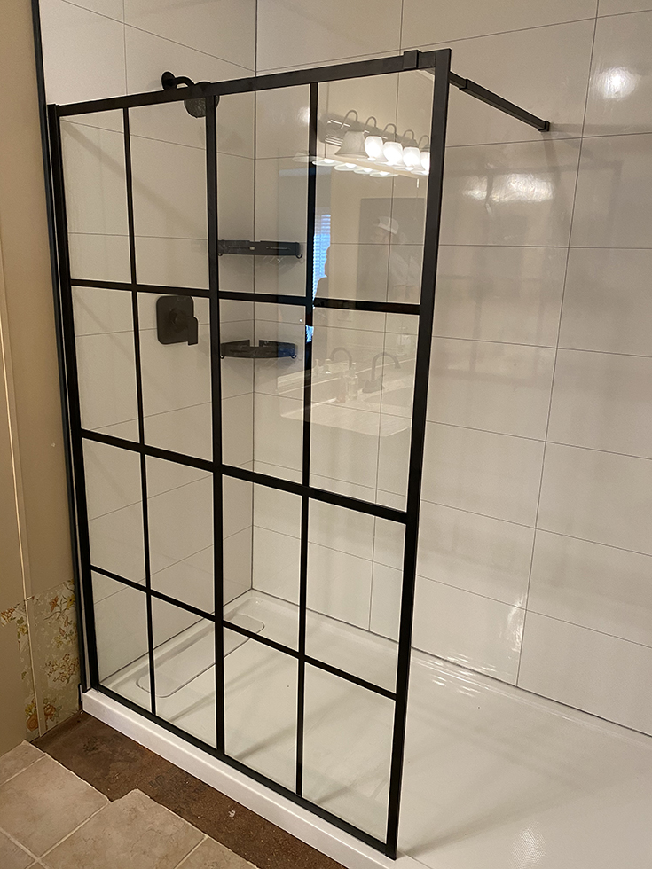 Mistake 8 brighter laminate shower wall panels white high gloss 24 x 12 and a black shower screen | Innovate Building Solutions #BathroomRemodel #GlossyPanels #HighGlossWhite #BlackAccent #WhiteBlackShower